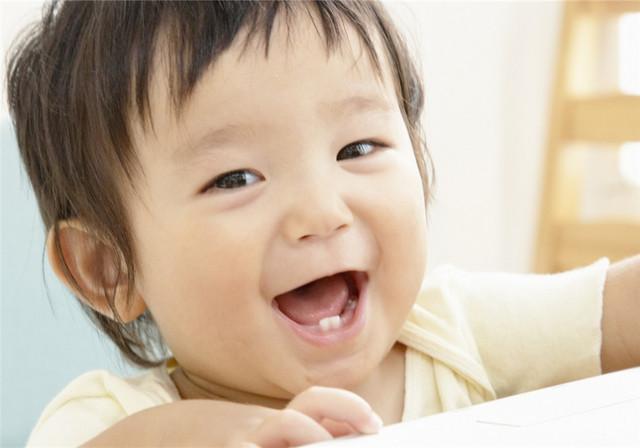 手绘小宝宝微笑