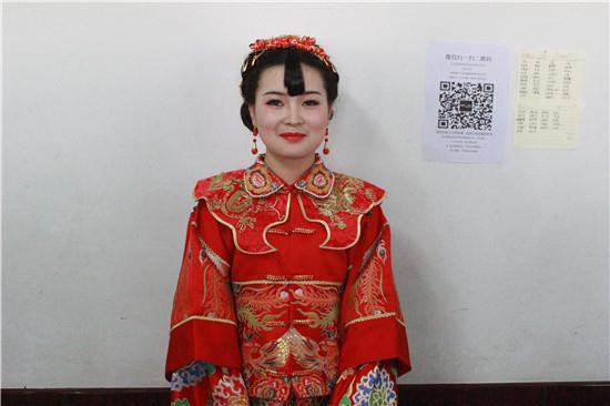 标榜化妆学校的整体造型课程--中式古典新娘,在郭老师的打造下,我们的图片